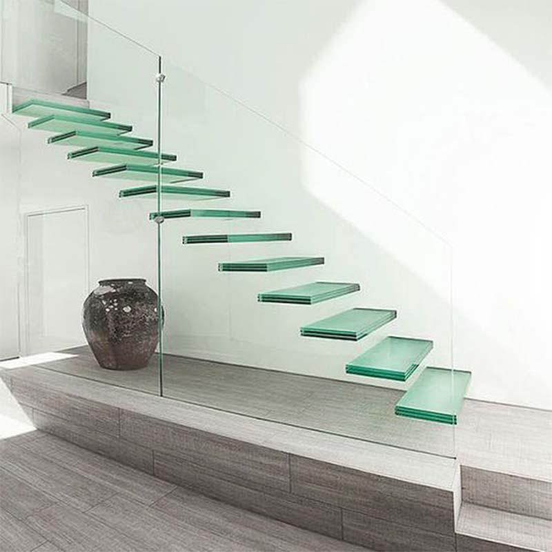پله و نرده شیشه ای